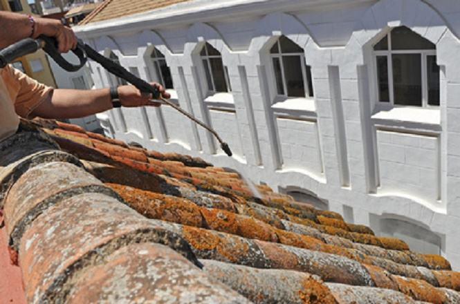 Démoussage de toiture La Motte